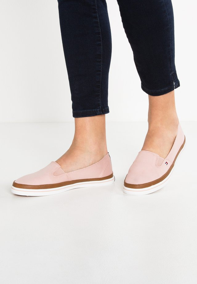 ICONIC KESHA SLIP ON - Loaferit/pistokkaat - rose