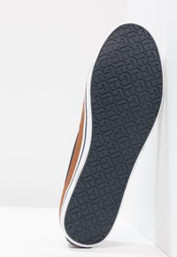 Tommy Hilfiger - ICONIC KESHA SLIP ON - Instappers - dark blue - 4