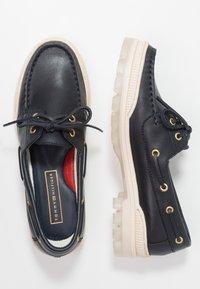 Tommy Hilfiger - SPORTY BOAT SHOE - Boat shoes - blue - 3