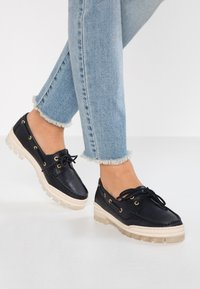 Tommy Hilfiger - SPORTY BOAT SHOE - Boat shoes - blue - 0