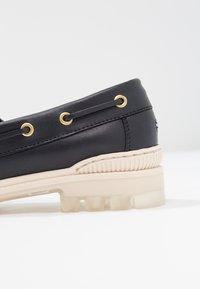 Tommy Hilfiger - SPORTY BOAT SHOE - Boat shoes - blue - 2