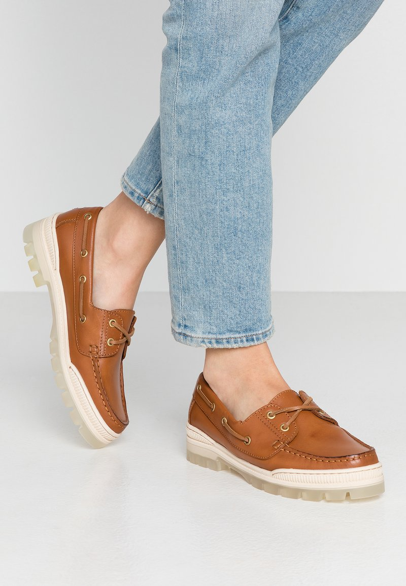 Tommy Hilfiger - SPORTY TOMMY BOAT SHOE - Bootsschuh - summer cognac