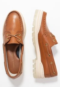 Tommy Hilfiger - SPORTY TOMMY BOAT SHOE - Chaussures bateau - summer cognac - 3