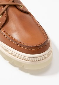 Tommy Hilfiger - SPORTY TOMMY BOAT SHOE - Bootsschuh - summer cognac - 2