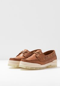 Tommy Hilfiger - SPORTY TOMMY BOAT SHOE - Bootsschuh - summer cognac - 4