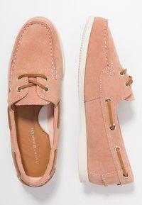 Tommy Hilfiger - CLASSIC SUEDE BOAT SHOE - Chaussures bateau - sandbank - 3