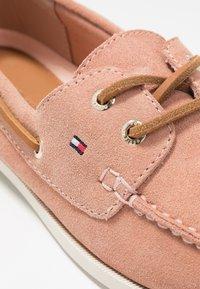 Tommy Hilfiger - CLASSIC SUEDE BOAT SHOE - Chaussures bateau - sandbank - 2