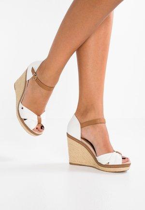ICONIC ELENA SANDAL - Sandály na vysokém podpatku - white