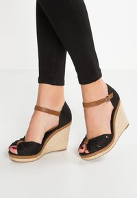 Tommy Hilfiger - ICONIC ELENA SANDAL - Sandaler med høye hæler - black - 0