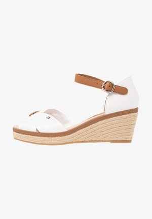 ICONIC ELBA SANDAL - Sandales à plateforme - white