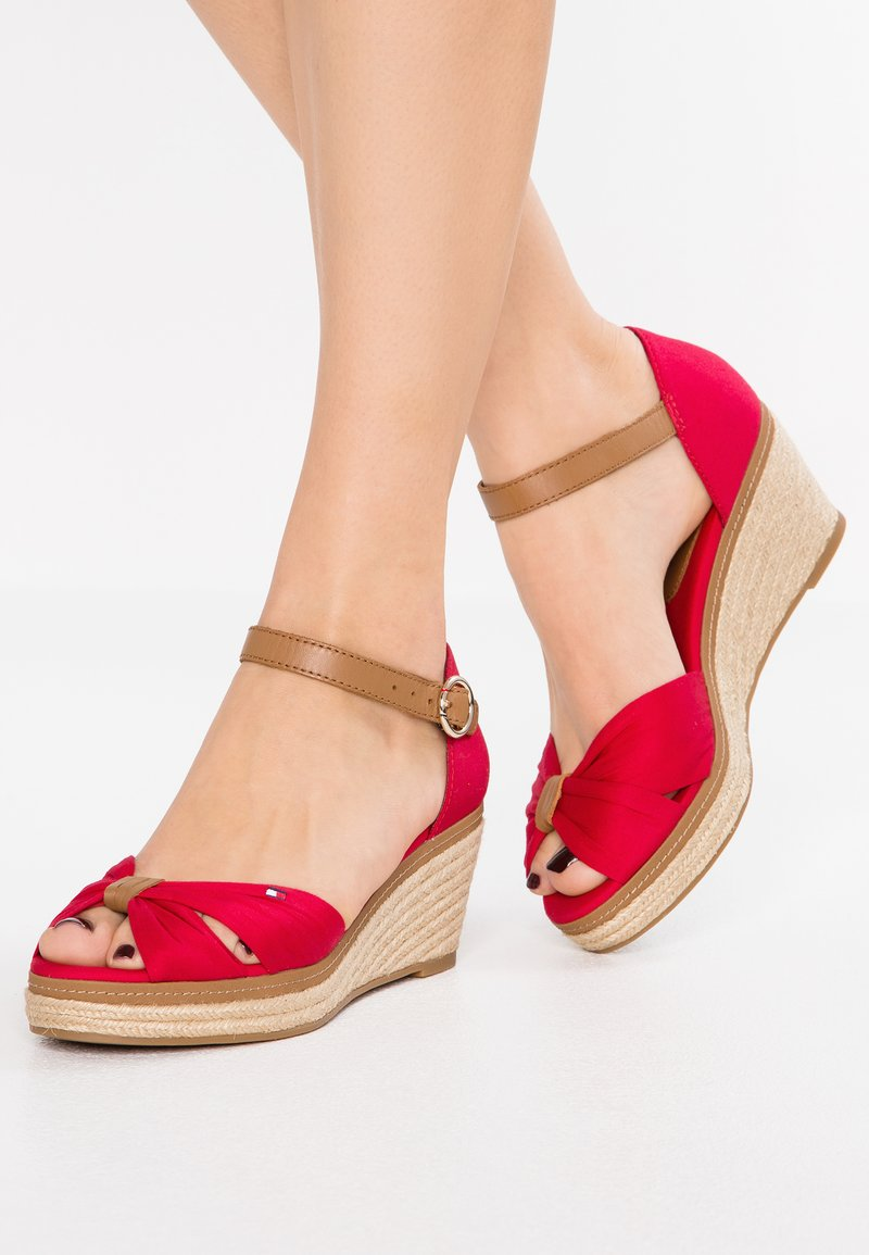 Tommy Hilfiger - ICONIC ELBA SANDAL - Plateausandalette - red