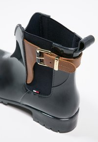 Tommy Hilfiger - OXLEY - Wellies - midnight/winter cognac - 6