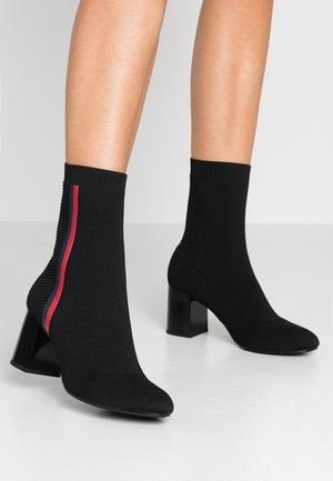 KNITTED HEELED BOOT - Classic ankle boots - black