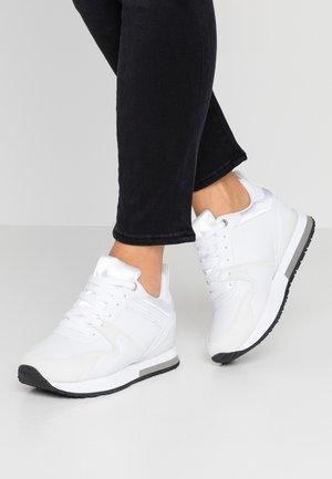 WEDGE  - Sneaker low - white