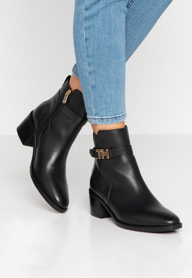 Tommy Hilfiger - TH HARDWARE LEATHER MID BOOTIE - Classic ankle boots - black
