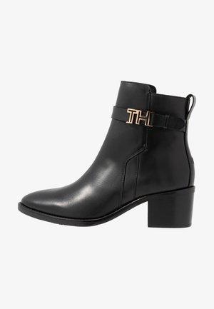 TH HARDWARE LEATHER MID BOOTIE - Kotníkové boty - black