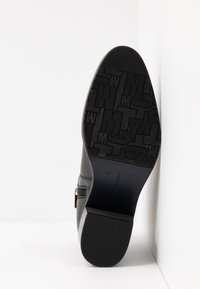 Tommy Hilfiger - TH HARDWARE LEATHER MID BOOTIE - Bottines - black - 6