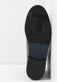 Tommy Hilfiger - COLOR BLOCK WEDGE BOOTIE - Kotníková obuv - brown - 6