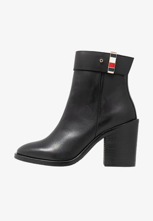 CORPORATE HARDWARE BOOTIE - Botki na obcasie - black
