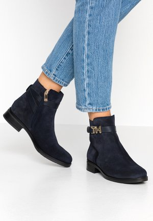 TH HARDWARE FLAT BOOTIE - Botki - blue