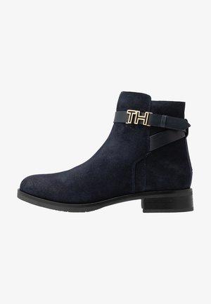 TH HARDWARE FLAT BOOTIE - Kotníkové boty - blue