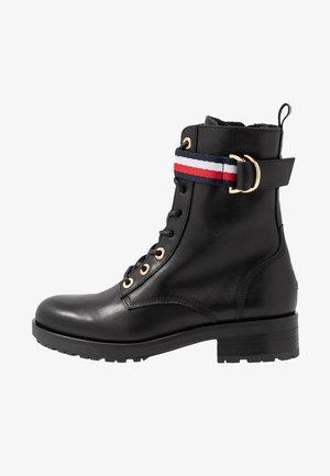 CORPORATE RIBBON BIKERBOOT - Šněrovací kotníkové boty - black