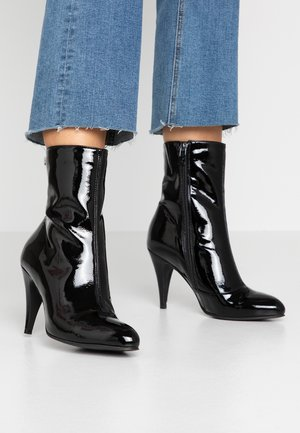 ELEVATED PATENT BOOTIE - High heeled ankle boots - black