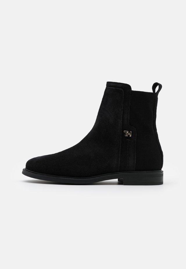 ESSENTIAL FLAT BOOT - Stiefelette - black