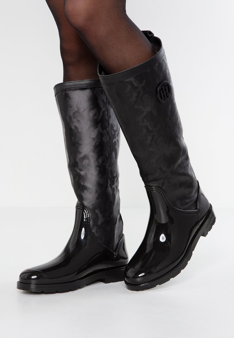 Tommy Hilfiger - SHINY CAMO LONG RAIN BOOT - Wellies - black