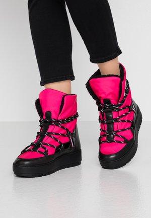CITY VOYAGER SNOW BOOT - Zimní obuv - bright jewel