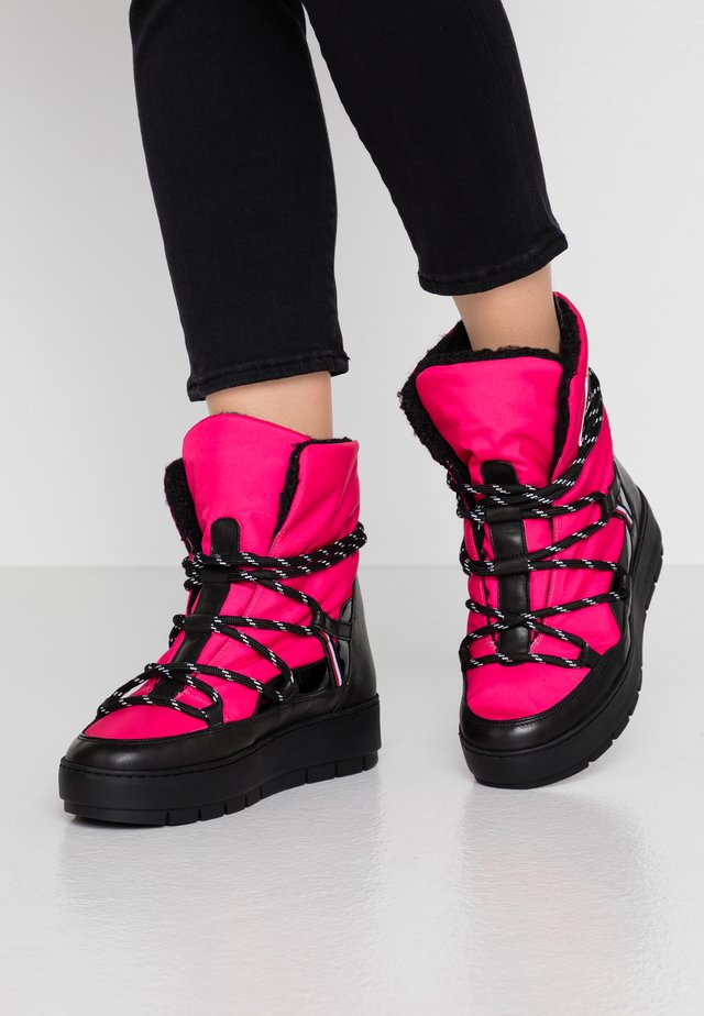 CITY VOYAGER SNOW BOOT - Winter boots - bright jewel