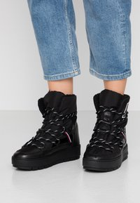 Tommy Hilfiger - CITY VOYAGER SNOW BOOT - Winter boots - black - 0