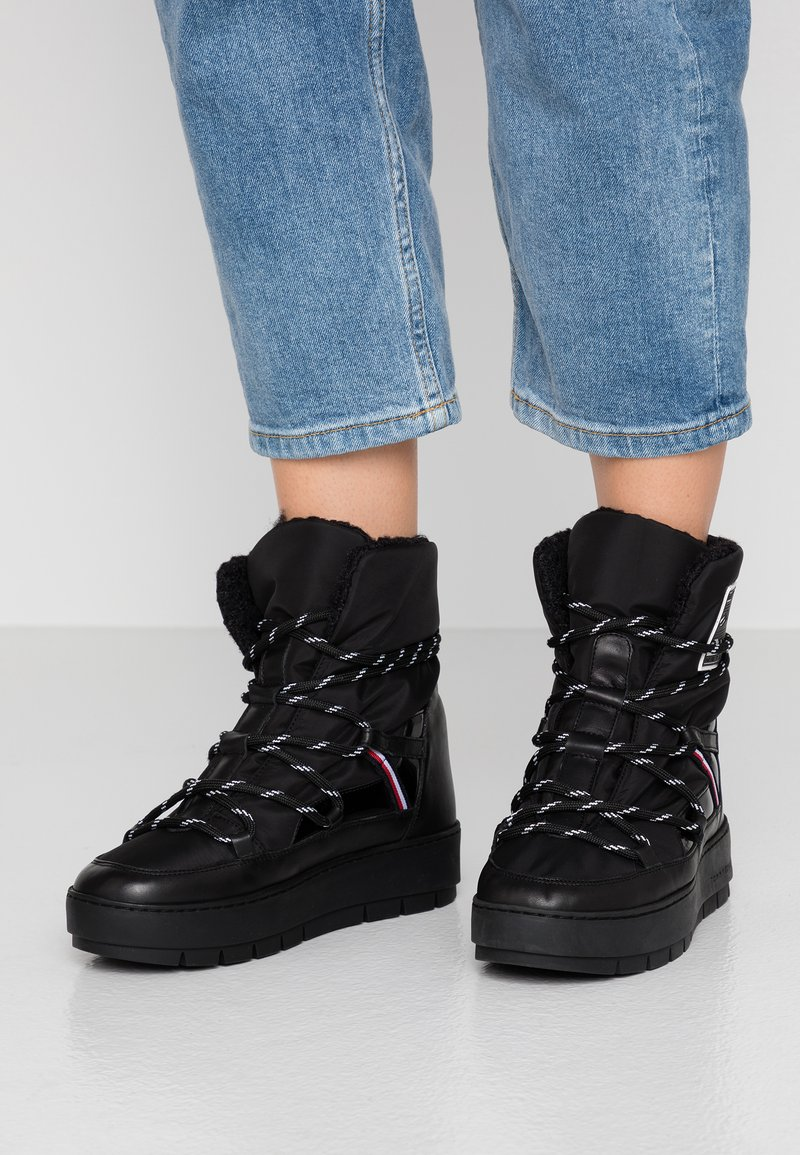 Tommy Hilfiger - CITY VOYAGER SNOW BOOT - Winter boots - black