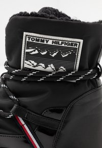 Tommy Hilfiger - CITY VOYAGER SNOW BOOT - Winter boots - black - 2
