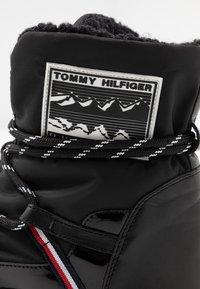 Tommy Hilfiger - CITY VOYAGER SNOW BOOT - Vinterstøvler - black - 2