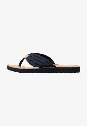LEATHER FOOTBED BEACH SANDAL - Sandály s odděleným palcem - desert sky