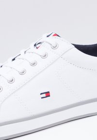 Tommy Hilfiger - HARLOW - Sneakers - white - 5