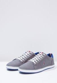 Tommy Hilfiger - HARLOW - Sneaker low - steel grey - 2