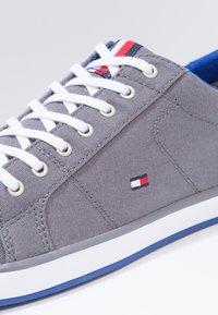 Tommy Hilfiger - HARLOW - Sneaker low - steel grey - 5