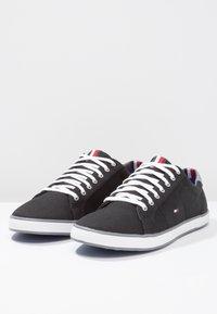 Tommy Hilfiger - HARLOW - Sneakersy niskie - black - 2