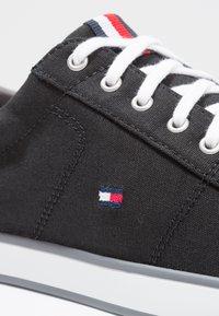 Tommy Hilfiger - HARLOW - Sneakersy niskie - black - 5