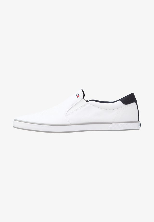 ICONIC - Mocasines - white