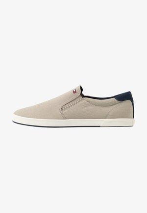 ICONIC - Nazouvací boty - beige
