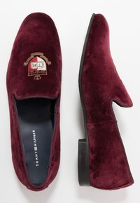 Tommy Hilfiger - LOAFER - Półbuty wsuwane - purple - 1