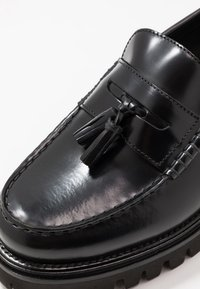 Tommy Hilfiger - CHUNKY DRESS LOAFER - Slip-ons - black - 5
