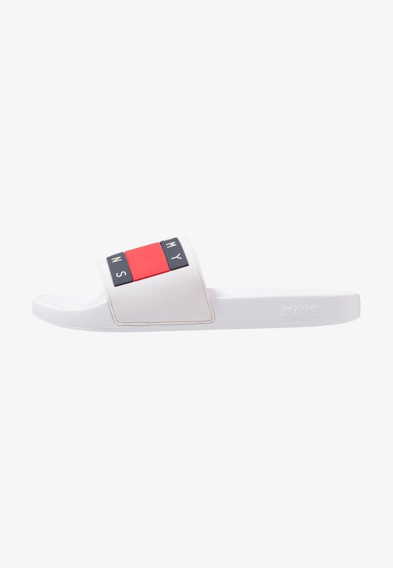Tommy Jeans - FLAG SLIDE - Rantasandaalit - white