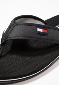 Tommy Hilfiger - CORPORATE  - Sandalias de dedo - black - 5