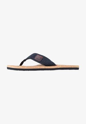 CASUAL BEACH  - Sandály s odděleným palcem - blue