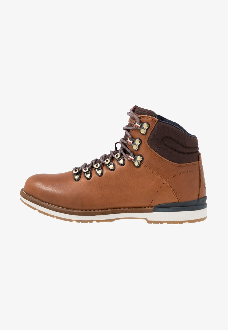 Tommy Hilfiger - OUTDOOR HIKING LACE BOOT - Veterboots - cognac
