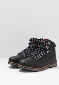 Tommy Hilfiger - OUTDOOR HIKING LACE BOOT - Veterboots - black - 2